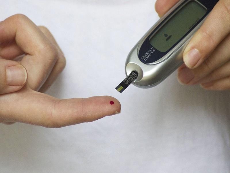 Self monitoring glucose monitor