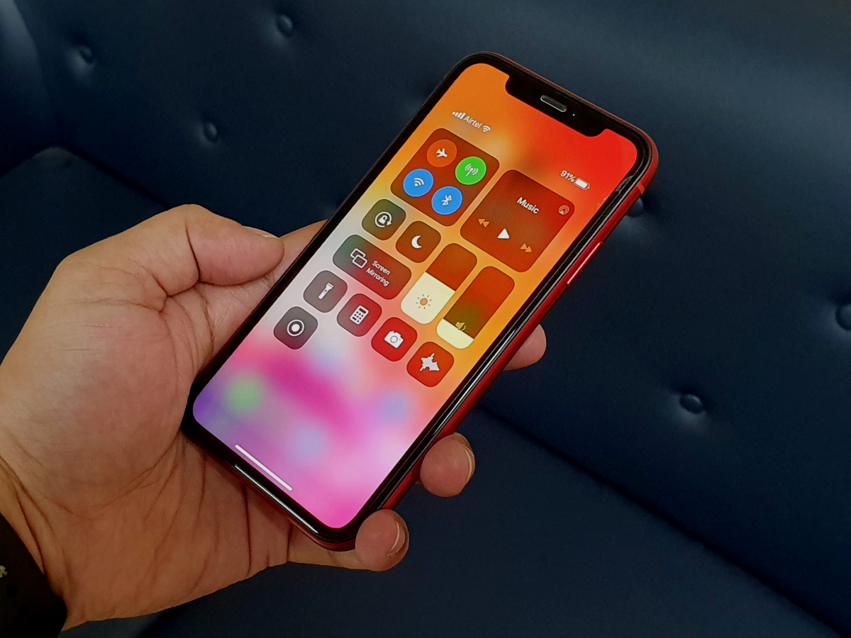 Apple iOS 13 review: 'Lights out', features in! | Gadgets Now