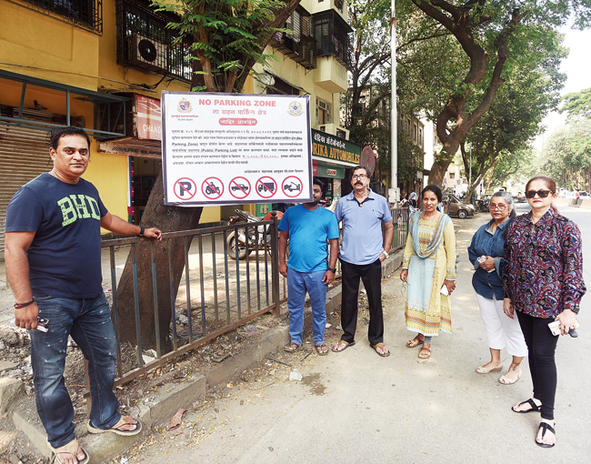 The residents say most of the buildings along Gokhale Road (North) and LJ Road have no parking facility