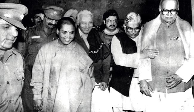 (L-R) Uma Bharati, Vishnu Hari Dalmia, Jayant Advani, Murli Manohar Joshi and Lal Krishna Advani at the peak of the Ram Janmabhoomi movement