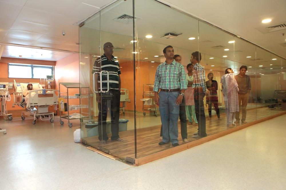Vikram Hospital_ICU_-_Glass_Pathway_2 (1)