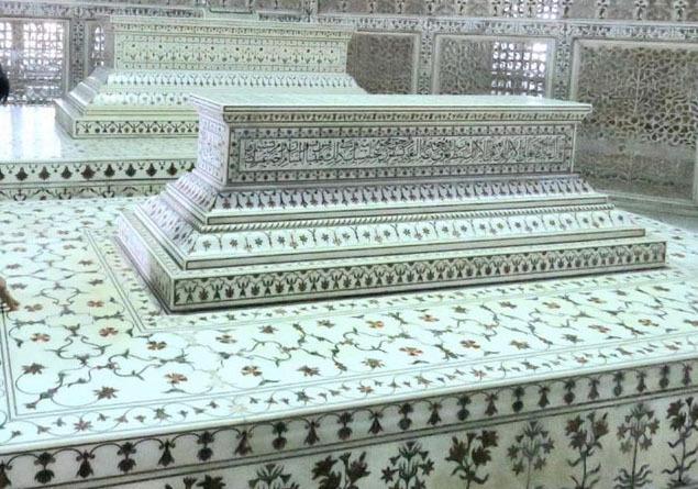 Shah Jahan's grave