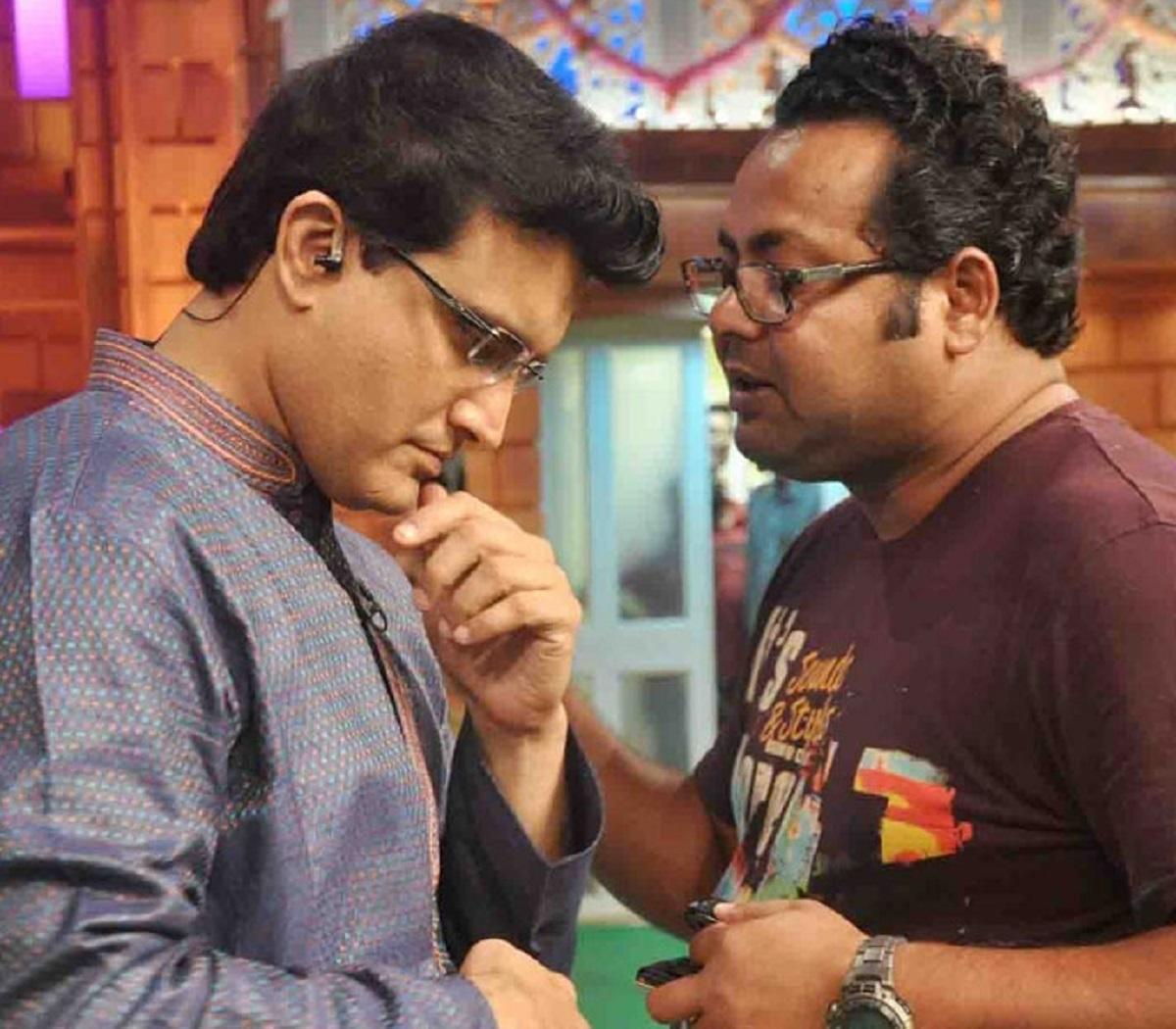 Subhankar Chattopadhyay directing Sourav during Dadagiri