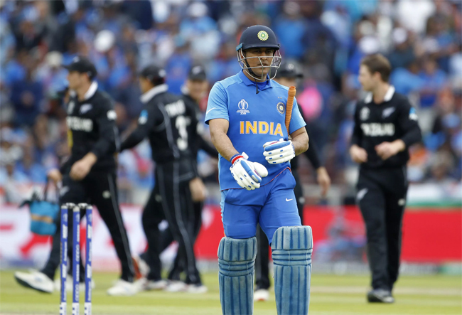 Dhoni-Embed2805