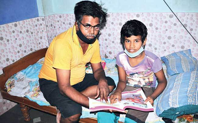 Suresh Lakhwara, father of Sumit, Class 5 student