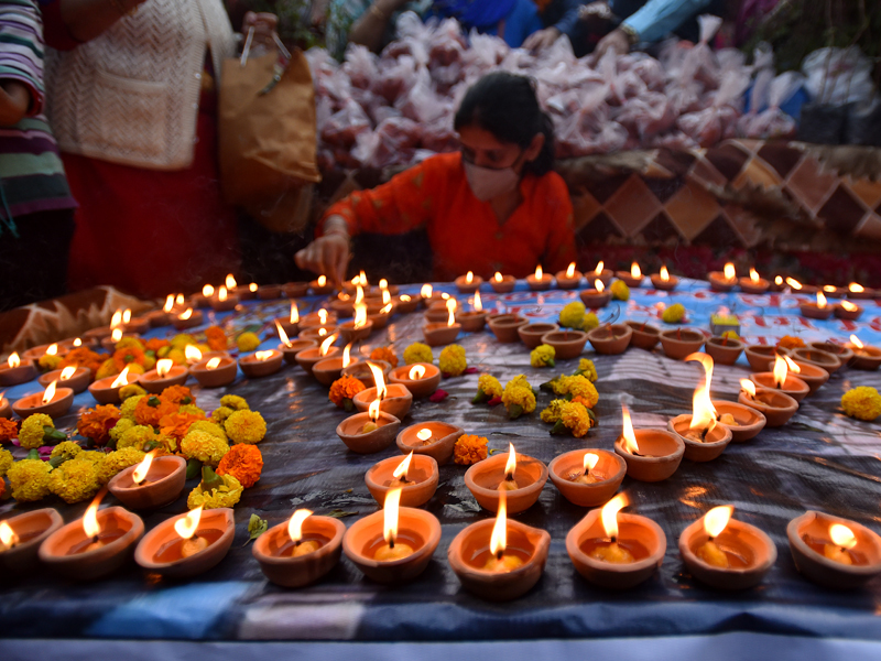 3. Ayodhya dazzles; Yogi leads with prayers