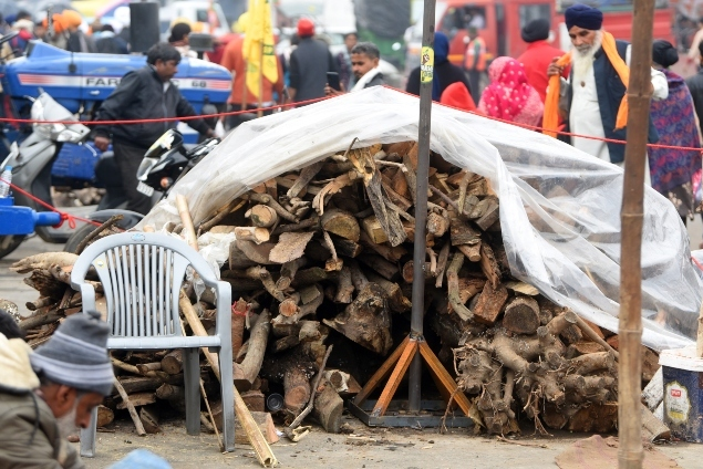 Farmers at Singhu Border were using around 250-300 tonne of wood every day during the preparation of food TOI Jan 10 635