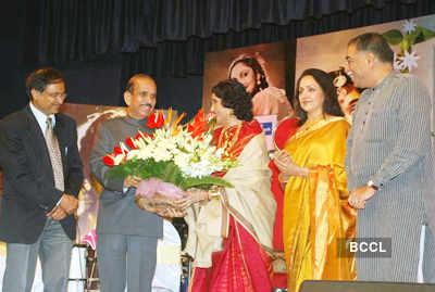Hema felicitates Vyjayanthimala