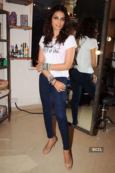 Bipasha gets styled @ 'Mad-O-Wot'