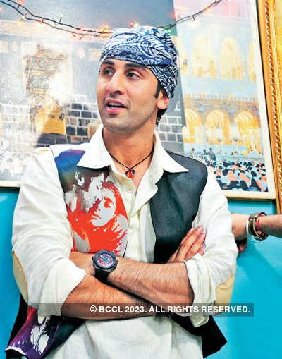 'Rockstar' team visits Hazrat Nizamuddin