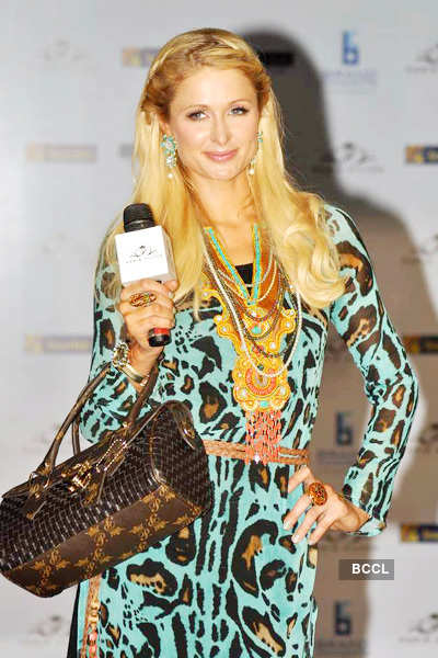 Paris launches her handbag store