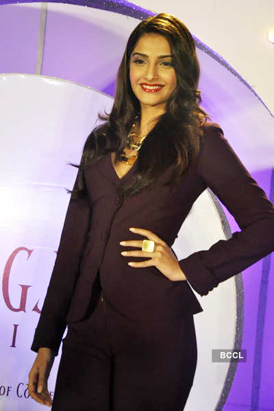 Sonam launches 'GJEPC' logo