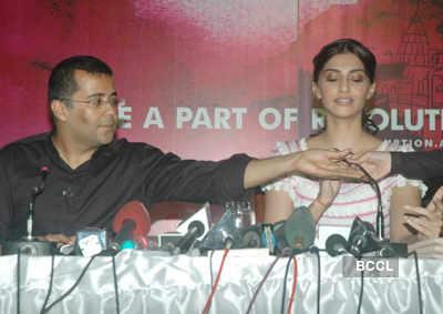 Sonam at Chetan Bhagat's book launch