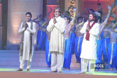 Big B launches 'Hanuman Chalisa' album