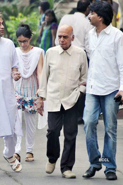 Celebs pay tribute to Jagjit Singh