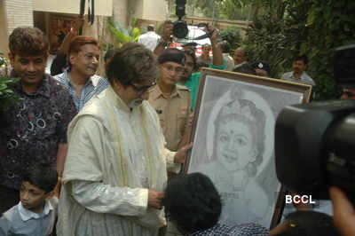 Big B celebrates his b'day with fans