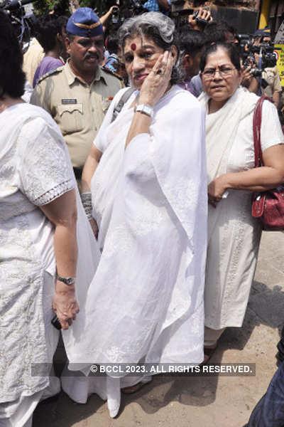 Celebs at Jagjit Singh's funeral