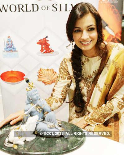 Dia launches religious idols