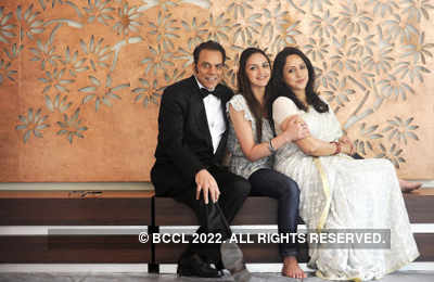Esha with parents Dharmendra, Hema