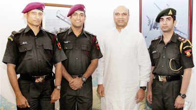 Dhoni, Bindra get honorary army rank