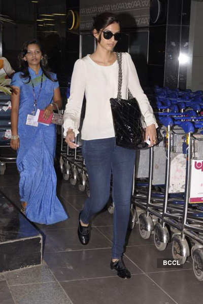 Sonam spotted @ airport