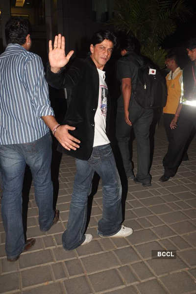 SRK spotted at airport