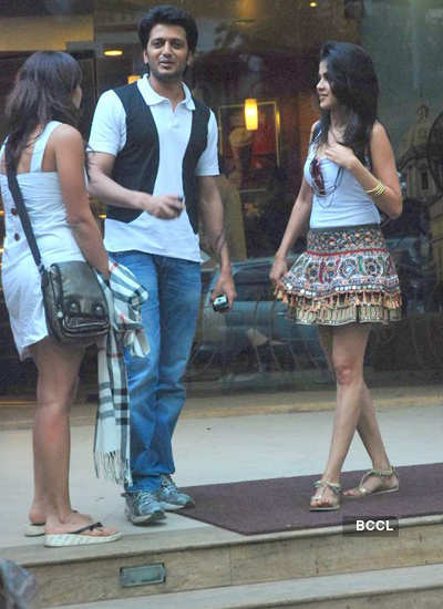 Riteish-Genelia caught on date!