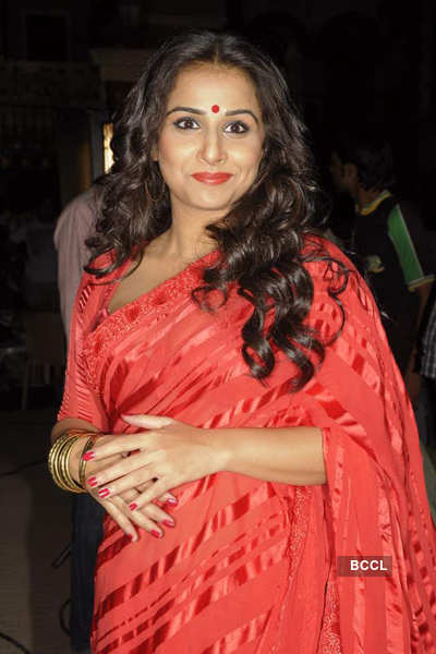 Vidya on sets of 'Bade Acche...'
