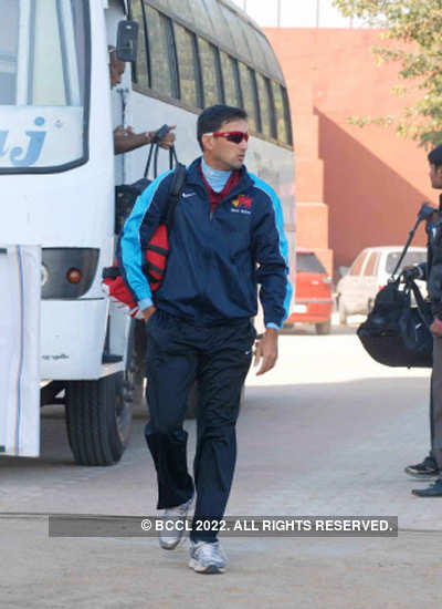 Agarkar ignored for Ranji tie; flies back home