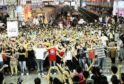 Mumbai's first flash mob at CST