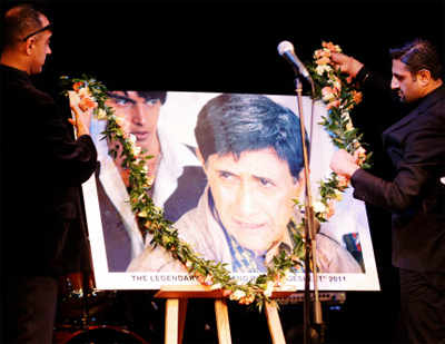 Dev Anand's ashes to be immersed in Godavari