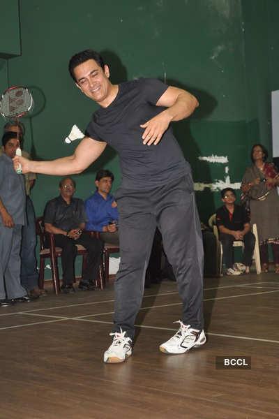 Aamir plays Badminton