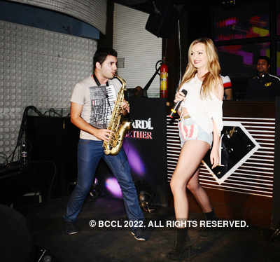 Alexandra Stan live @ F-Bar & Lounge