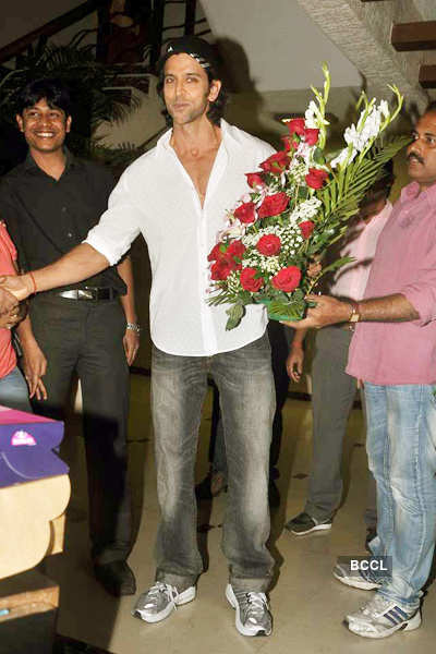 Hrithik's 38th b'day with media