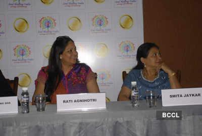Rati, Smita spotted together!