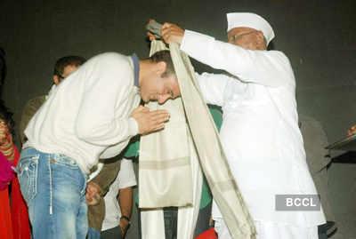 Anna Hazare @ spl. screening of 'Gali Gali..'