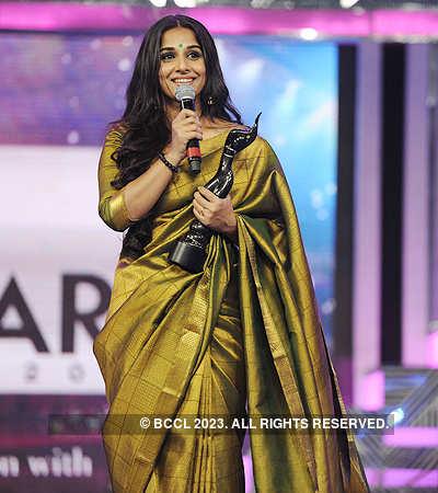 57th Filmfare Awards: Juiciest bites from B'wood celebs