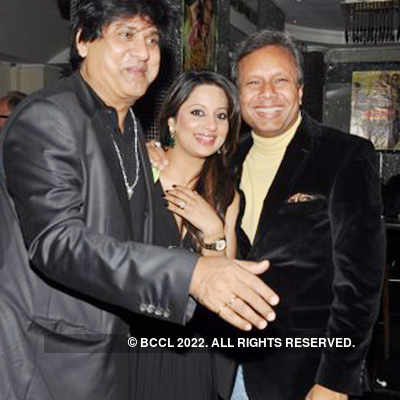 Vipin & Renuka's 25th wedding anniv.