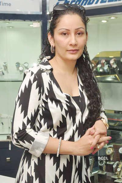 Manyata Dutt unveils Rotary watches