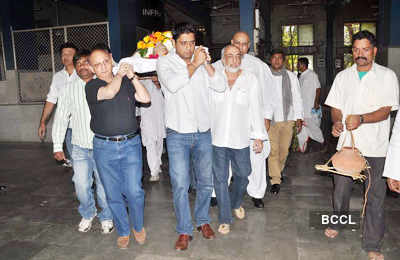 J.P.Dutta's dad's funeral