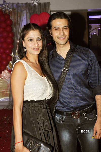 Debina-Gurmeet's anniv. party