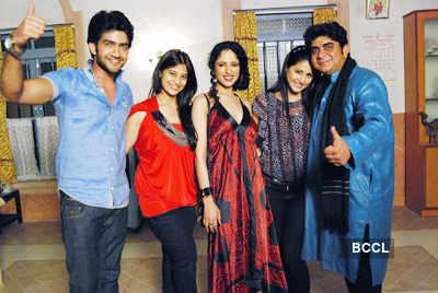 'Jamuna Paar' cast get together