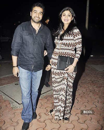 Shilpa flaunts her baby bump!