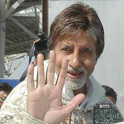Big B gets better, comes out to greet fans