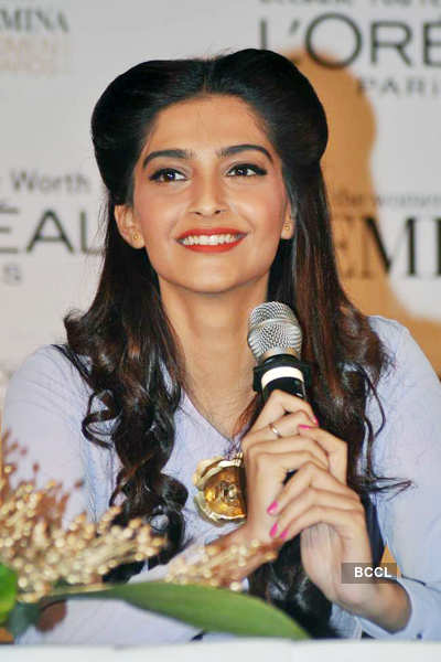 Unveiling of 'L'Oreal Femina' trophy