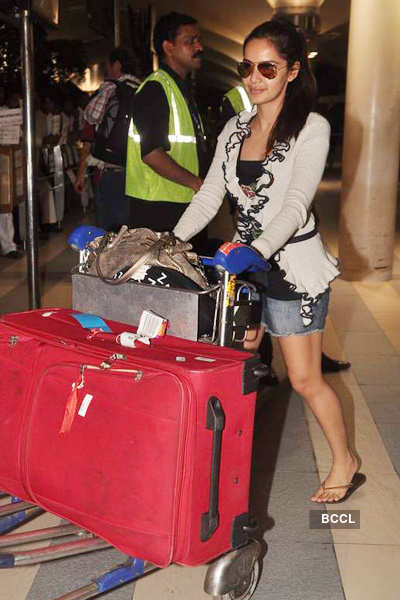 'Housefull 2' cast back from Singapore