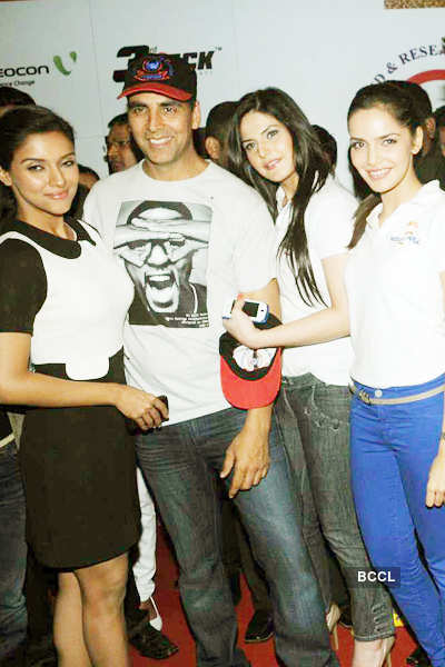 'Housefull 2' screening for cancer patients