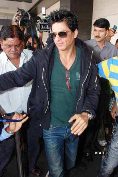 SRK detained @ NY airport for 2 hours