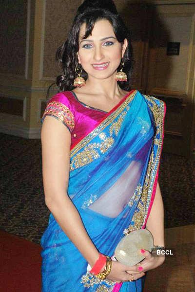 Pooja Kanwal returns as glam girl on TV