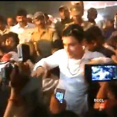Aamir Khan's stage collapses